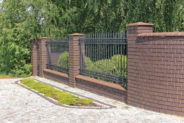 Naturbraune Pfeilerabdeckung und Mauerabdeckung braun Realisation