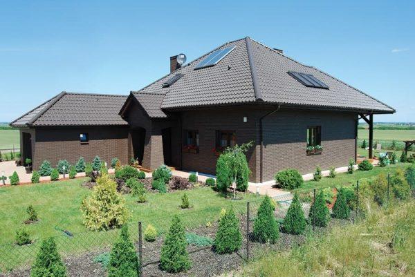 Haus mit Klinkerriemchen glatt Naturbraun