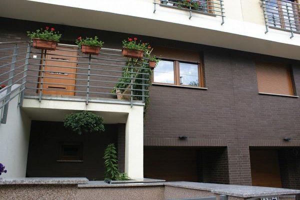 Klinkerriemchen glatt Naturbraun an der Hausfassade