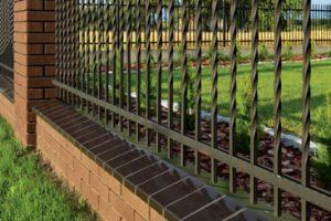 Braun glasiert Mauerabdeckung