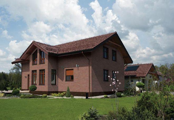 Klinkerfassade mit Handform Riemchen antik und Winkelriemchen hellrot Tonland